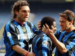 Obafemi Martins con Vieri e o Kily González na súa etapa no Inter de Milan (Fonte: infodeportes.com)