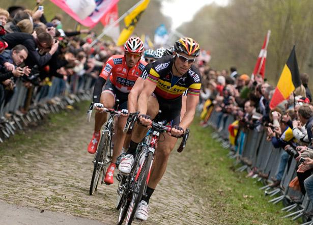 Por momentos coma este o ciclismo sairá adiante. Boonen ponse en cabeza  na París-Roubaix con Cancellara á súa roda.