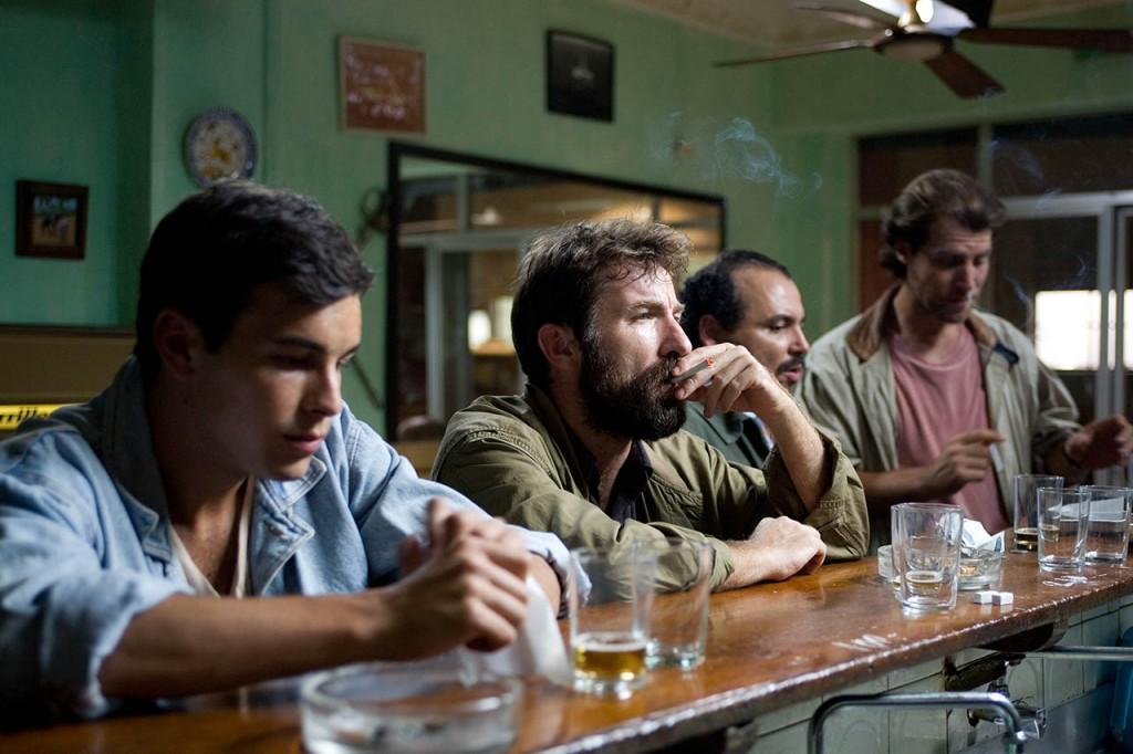 Ángel, Rafael, Mateo e Miguel no bar no que se reúne habitualmente o Grupo 7www.cinedor.es