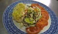 Rape á prancha con ensalada e salsa de ceboliño
