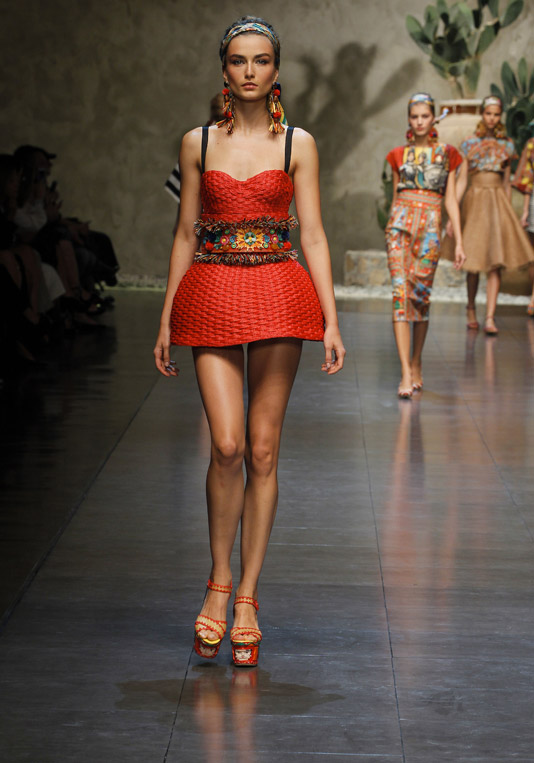 dolce-and-gabbana-ss-2013-women-fashion-show-runway-sicily-folk-photo-18
