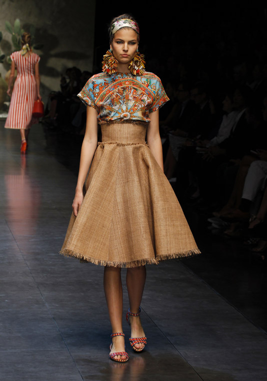 dolce-and-gabbana-ss-2013-women-fashion-show-runway-sicily-folk-photo-20
