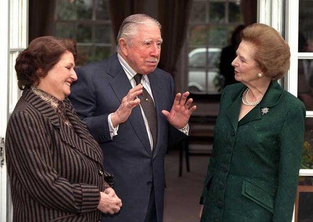 Thatcher visita a Pinochet en Londres