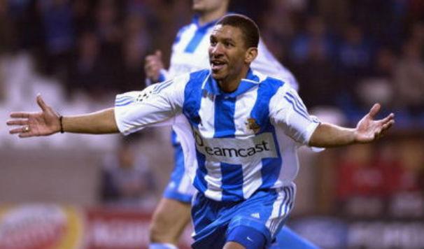 Djalminha celebrando un dos seus goles co Deportivo / Fonte: The Footballramble