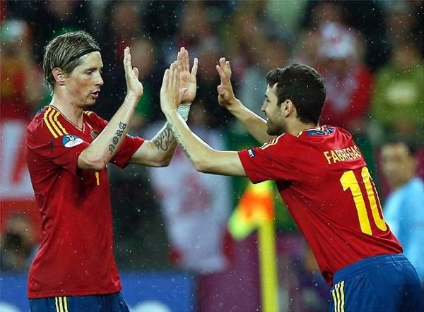 O nove (Fernando Torres) deixándolle o seu lugar ó falso nove (Cesc Fàbregas) / Fonte: ellahoy.es