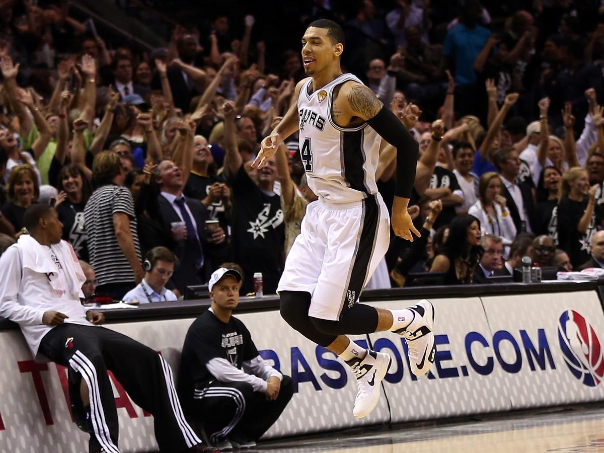 Danny Green celebra unha tripla durante a final da NBA | ©NBA.com