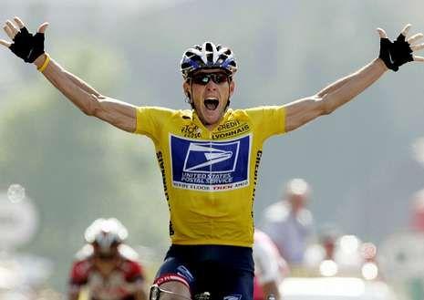 Armstrong celebra un triunfo no Tour de Francia de 1999 / Fonte: lavozdegalicia.es
