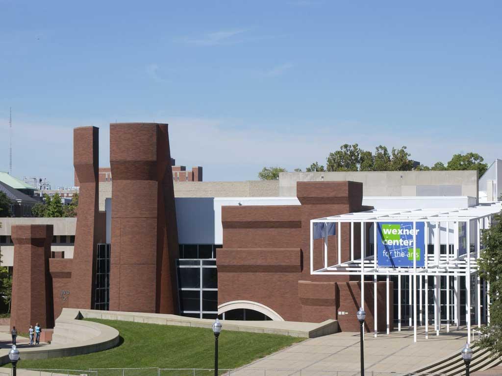 La torre, el arco de acceso, o el foso, deconstruídos en el Centro Wexner