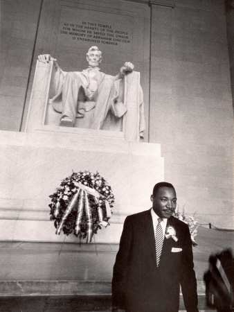 Martin Luther King frete al Lincoln Memorial | Vía allposters.com