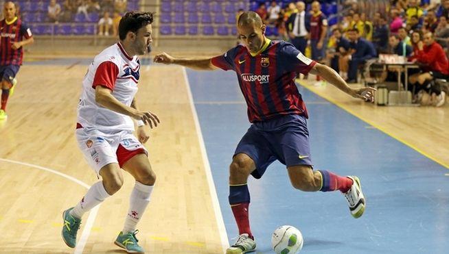 Partido no Palau Blaugrana entre o Barcelona e o Santiago Futsal. Os galegos sumaron un meritorio punto. | ©Telecinco