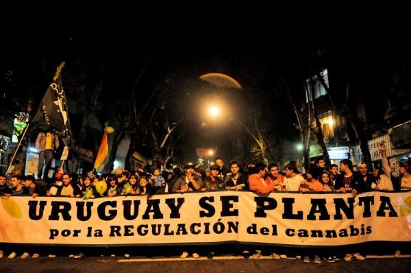 Manifestación por la legalización de la marihuana en Uruguay / Santiago Mazzarovich