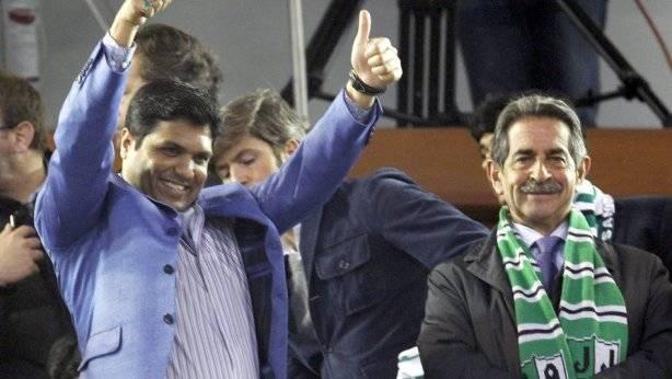 Ali Syed celebrando efusivamente un gol del Racing. | ligafutbol.net