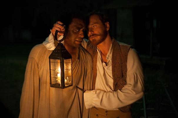 Chiwetel, chorando, como no 90 % da película. Via lashorasperdidas.com