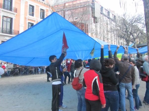 Os manifestantes instalaban os campamentos da discordia.
