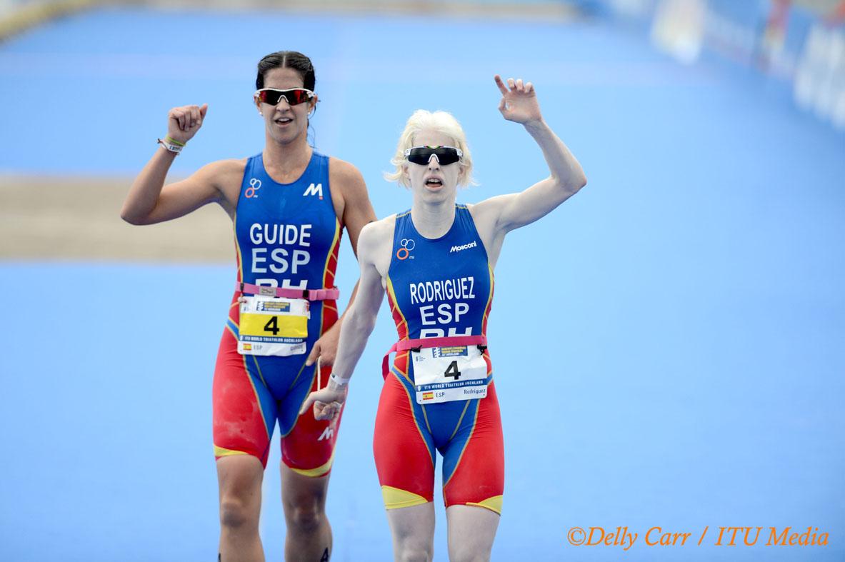 Susana Rodríguez y su guía Mayalen Noriega en el Mundial de Auclkand 2012, donde quedaron primeras