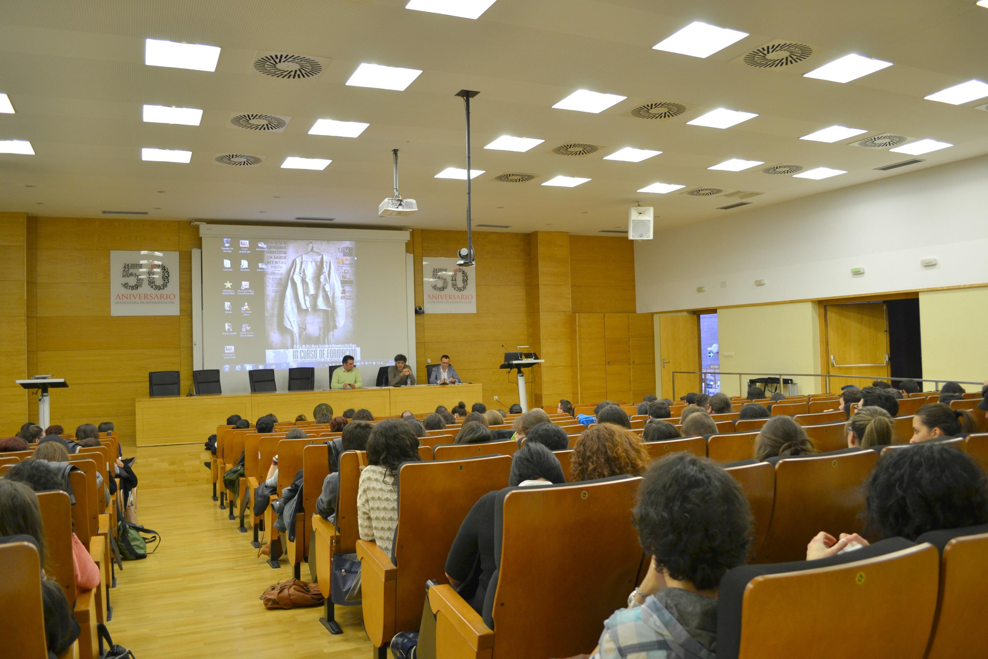 El Aula Magna de la Facultad de Matemáticas, donde se celebró el curso de formación | ©Andrea Oca