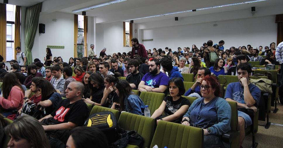 Un auditorio ateigado de público o escoitou en Compostela