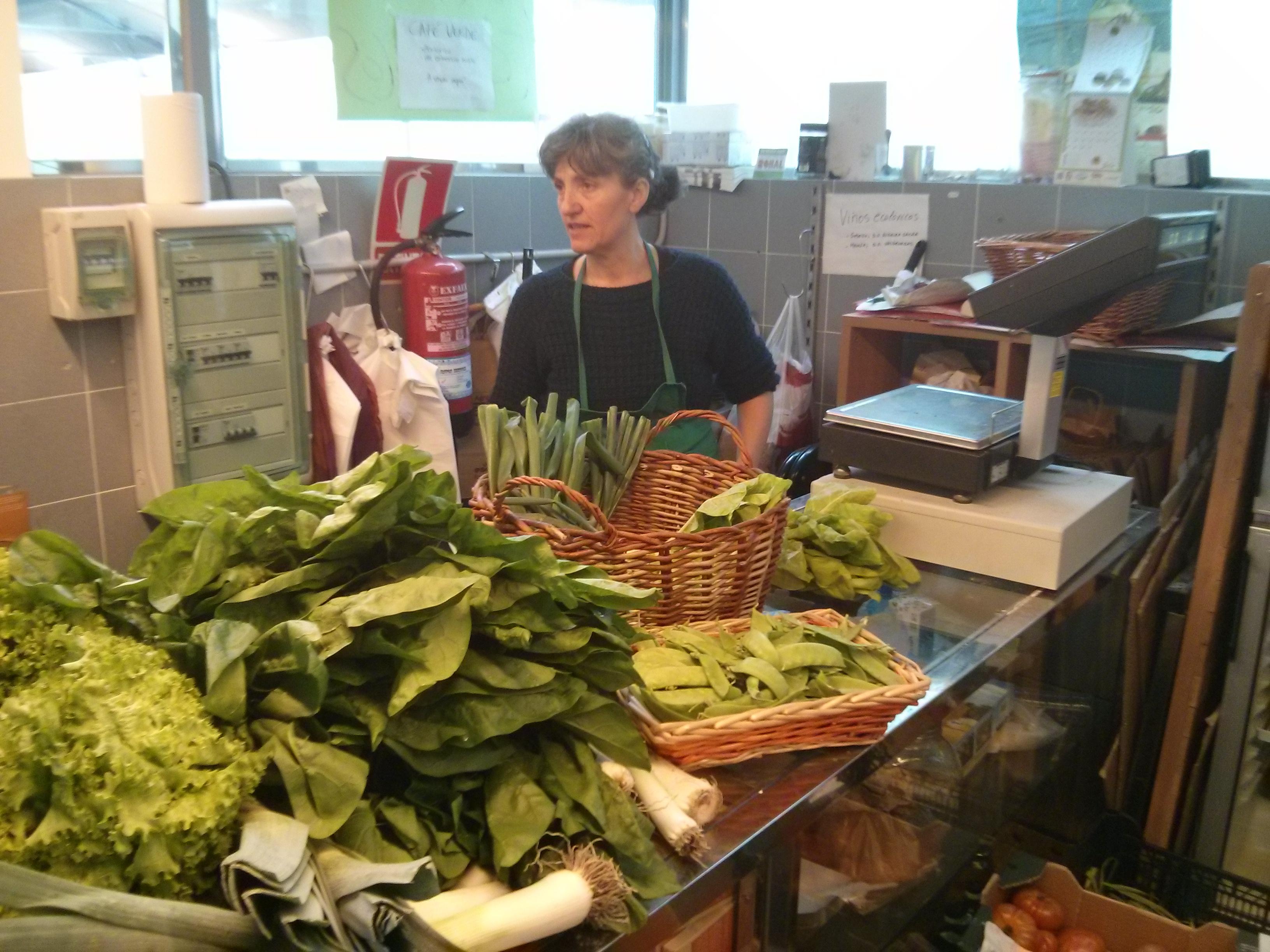 Lidia Senra, no seu posto ecolóxico no mercado da Praza de Lugo da Coruña | Jorge Pan
