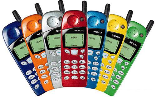 """En 1998 aparecen los Nokia 5110. En la TV se publicitan con los primeros anuncios que usan el eslogan """"Connecting People"""". Yo jugaba al Snake con el de mi madre."""