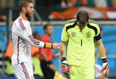 Casillas, cabizbajo tras uno de sus errores contra Holanda | Prensalibre