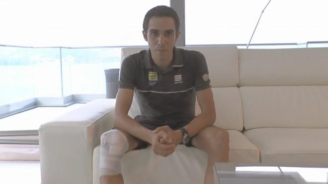 Alberto Contador todavía luce un aparatoso vendaje en su pierna derecha, tras la caída sufrida en el Tour. Aún así se ve con fuerzas de realizar un buen papel en la Vuelta - ©Ibero Bike