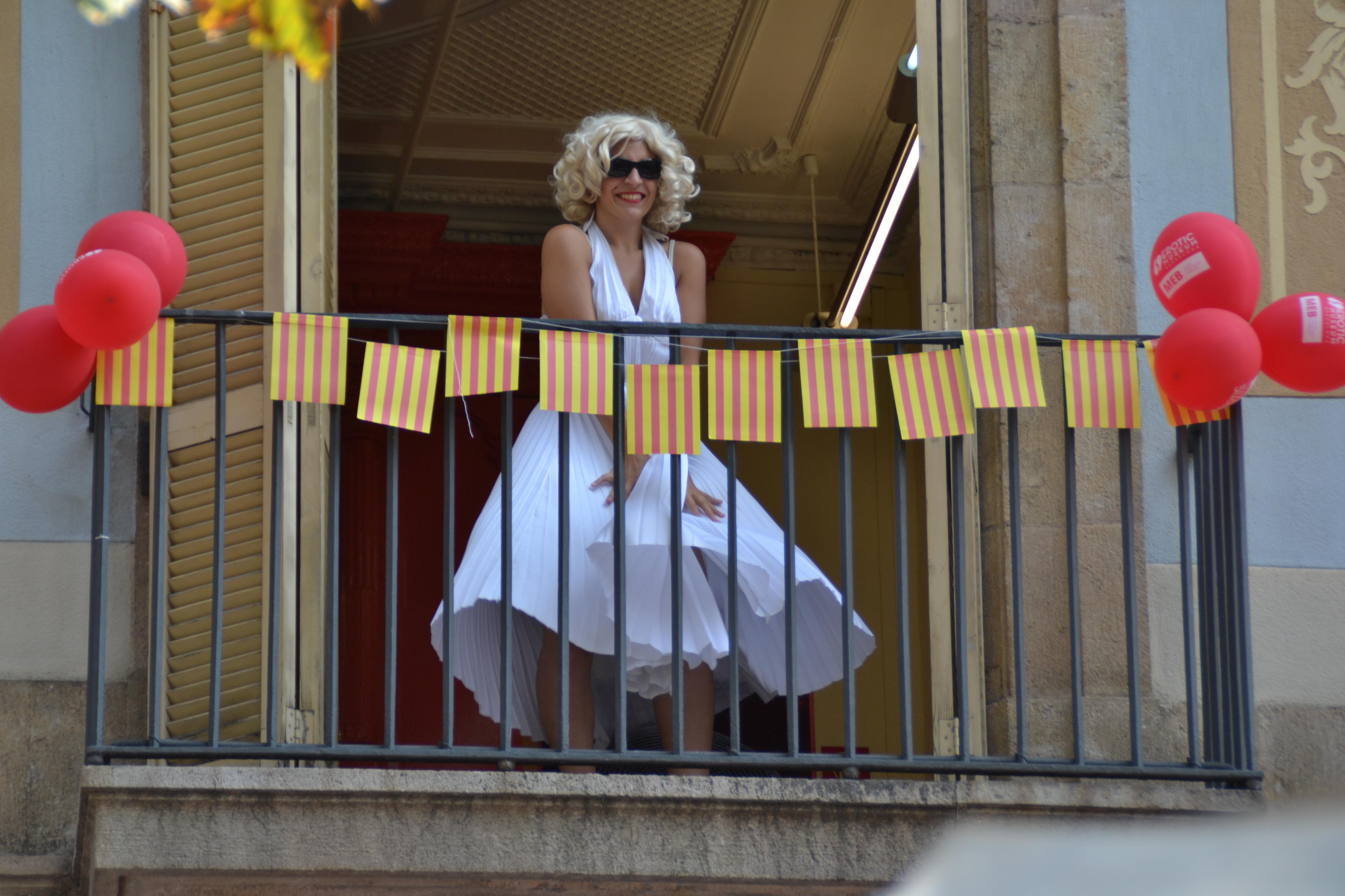 Marilyn Monroe desde un balcón de las Ramblas | © Paula P. Fraga