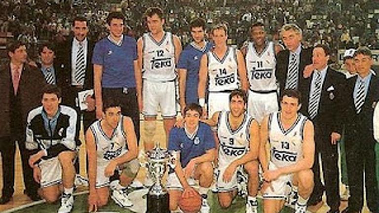 O Real Madrid posa co trofeo tras rematar a final na Coruña - RTVE
