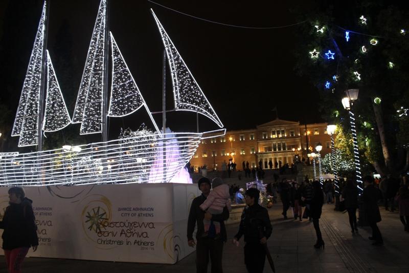 """El """"árbol"""" navideño griego en Plaza Síntagma, Atenas. ©Nuria G. Guillín"""