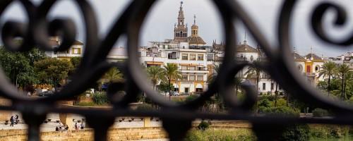 El vestido de letras de Sevilla