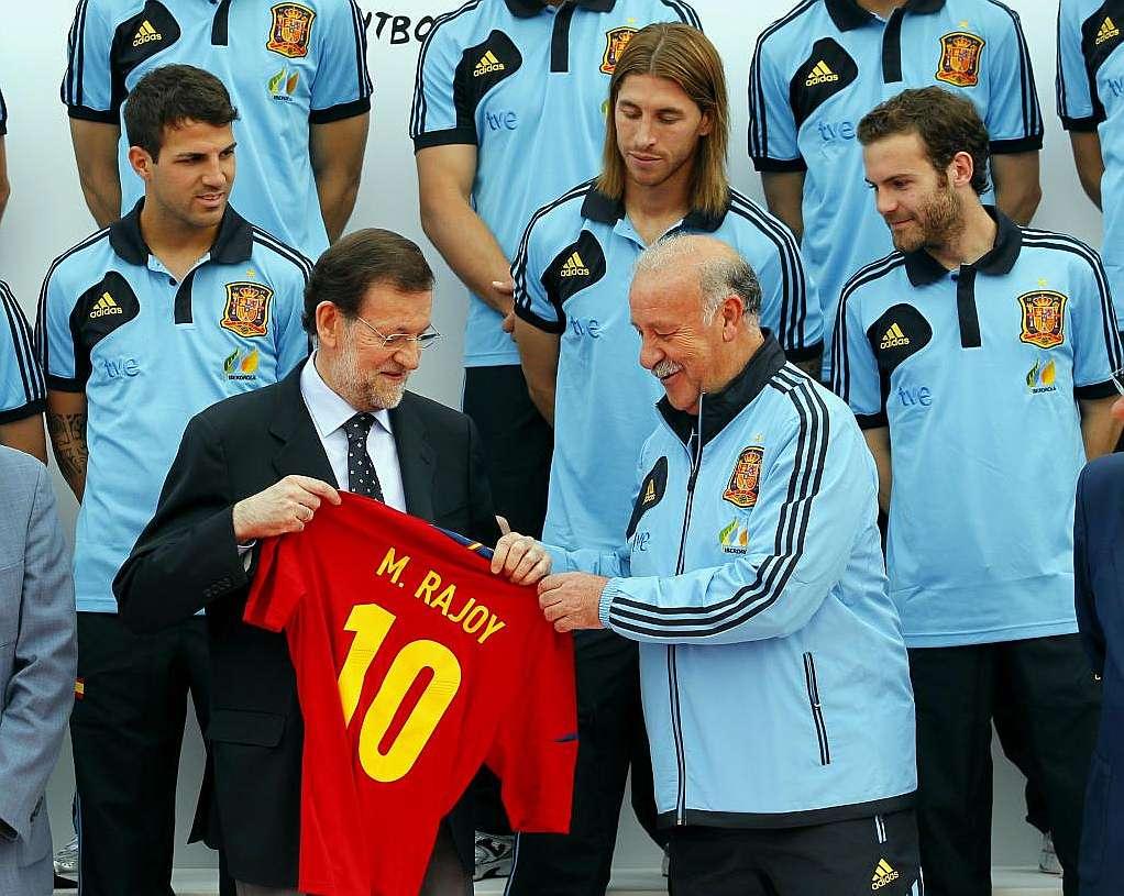 A nuestros políticos les encanta hacerse la foto con los victoriosos. Eso sí, cuando hay derrotas huyen despavoridos. | Fuente: Marca