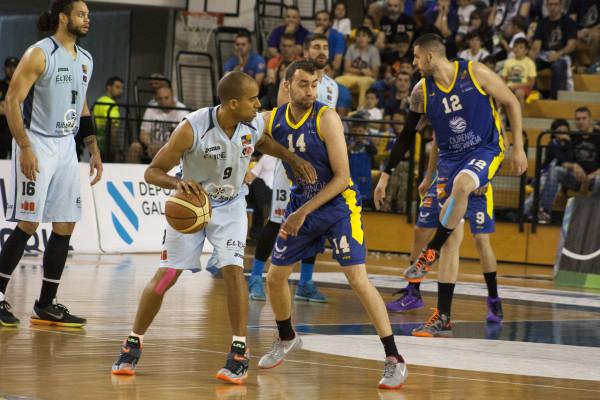 Ourense empezó bien, pero Dani López se encargó de voltear el resultado y de dirigir a un Lugo que en seguida marcó su territorio en el Paco Paz.