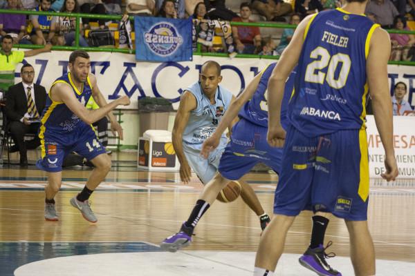 Dani López y el Breogán siguieron haciendo daño al equipo local. Ni los últimos intentos de los de Gonzalo García de Vitoria sirvieron para dar la vuelta al marcador.