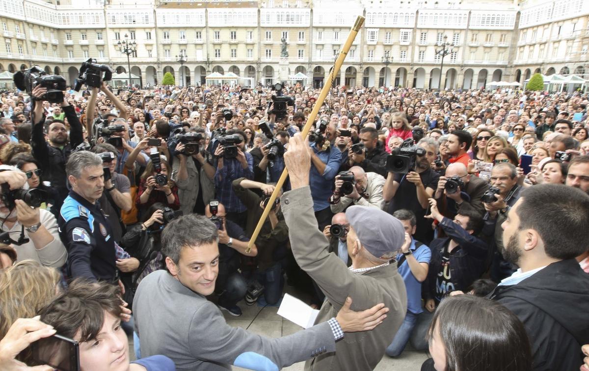Xulio Ferreiro tras compartir o bastón de mando coa cidadanía   ©Andy Pérez