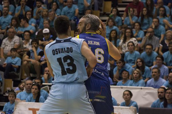 Ourense, con jugadores curtidos en este tipo de batallas, no se iba del partido. Apretaron hasta ponerse a una distancia que les permitiera remontar. No estaban jugando mal, pero parecía que le iban mejor las cosas a Breogán. No se rindieron