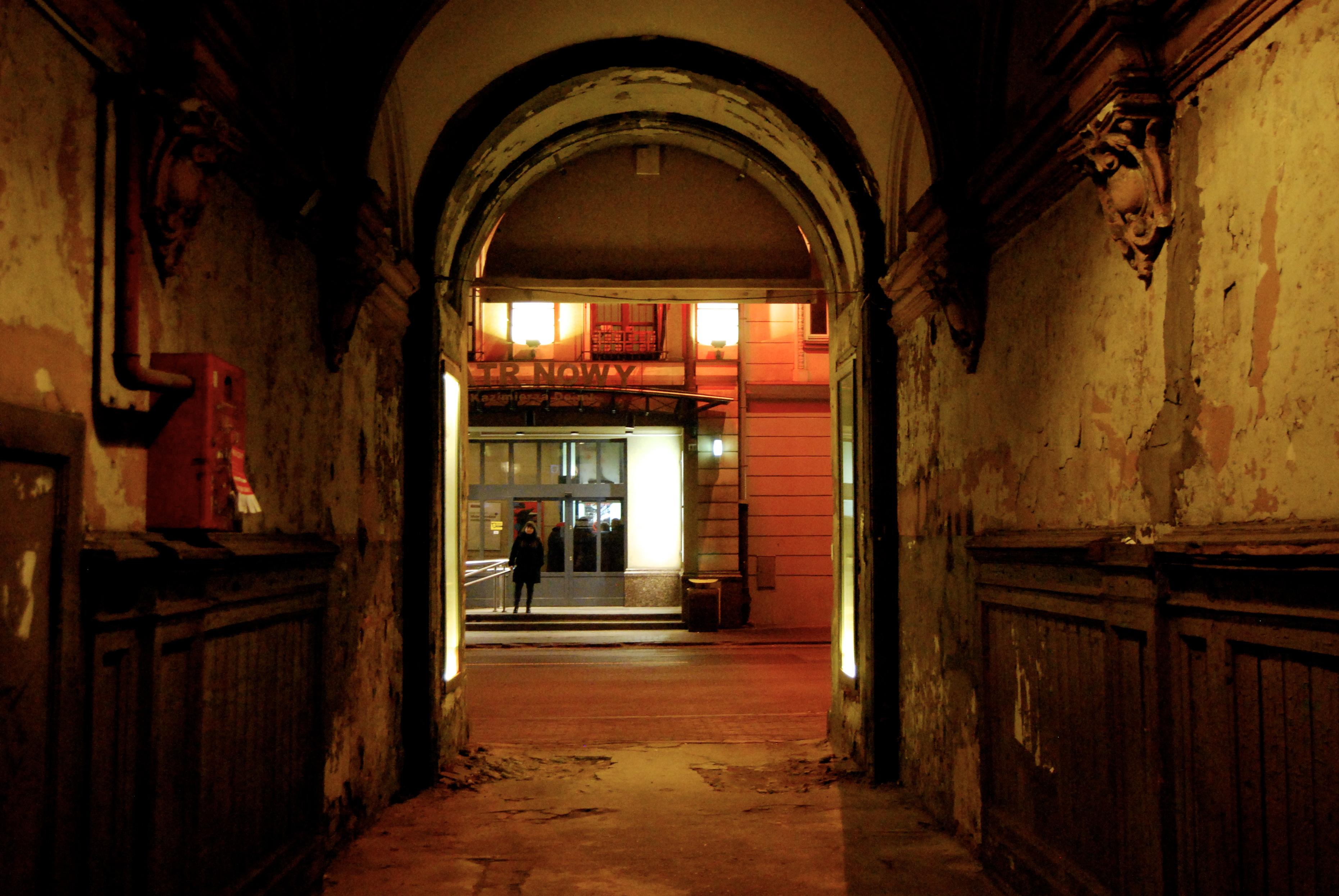 Entrada a un patio en Więckowskiego 16  | Sabela Porto