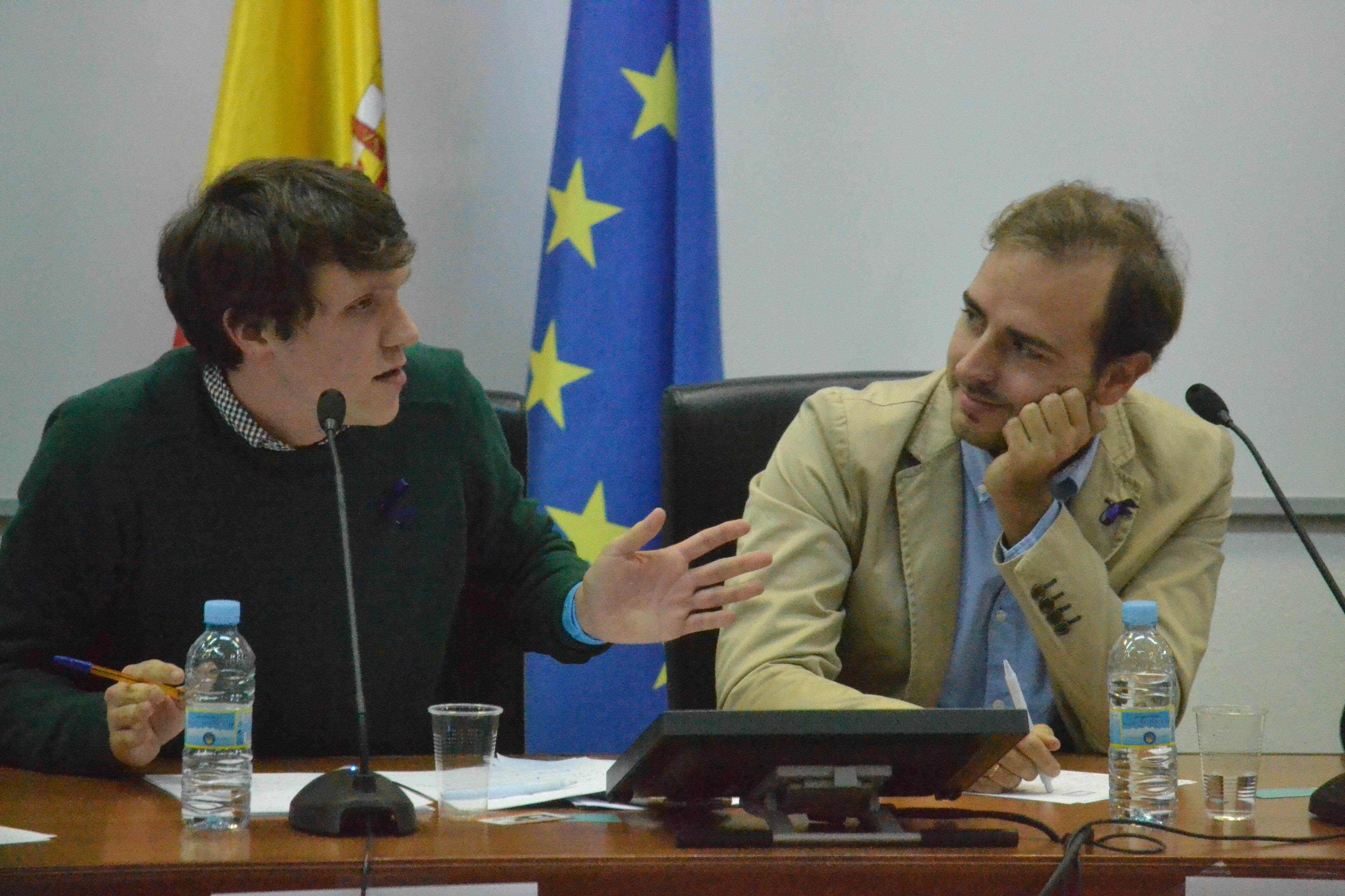 Aitor Bouza (esquerda) e Javier Dorado (dereita) durante o debate © Carlos Rey