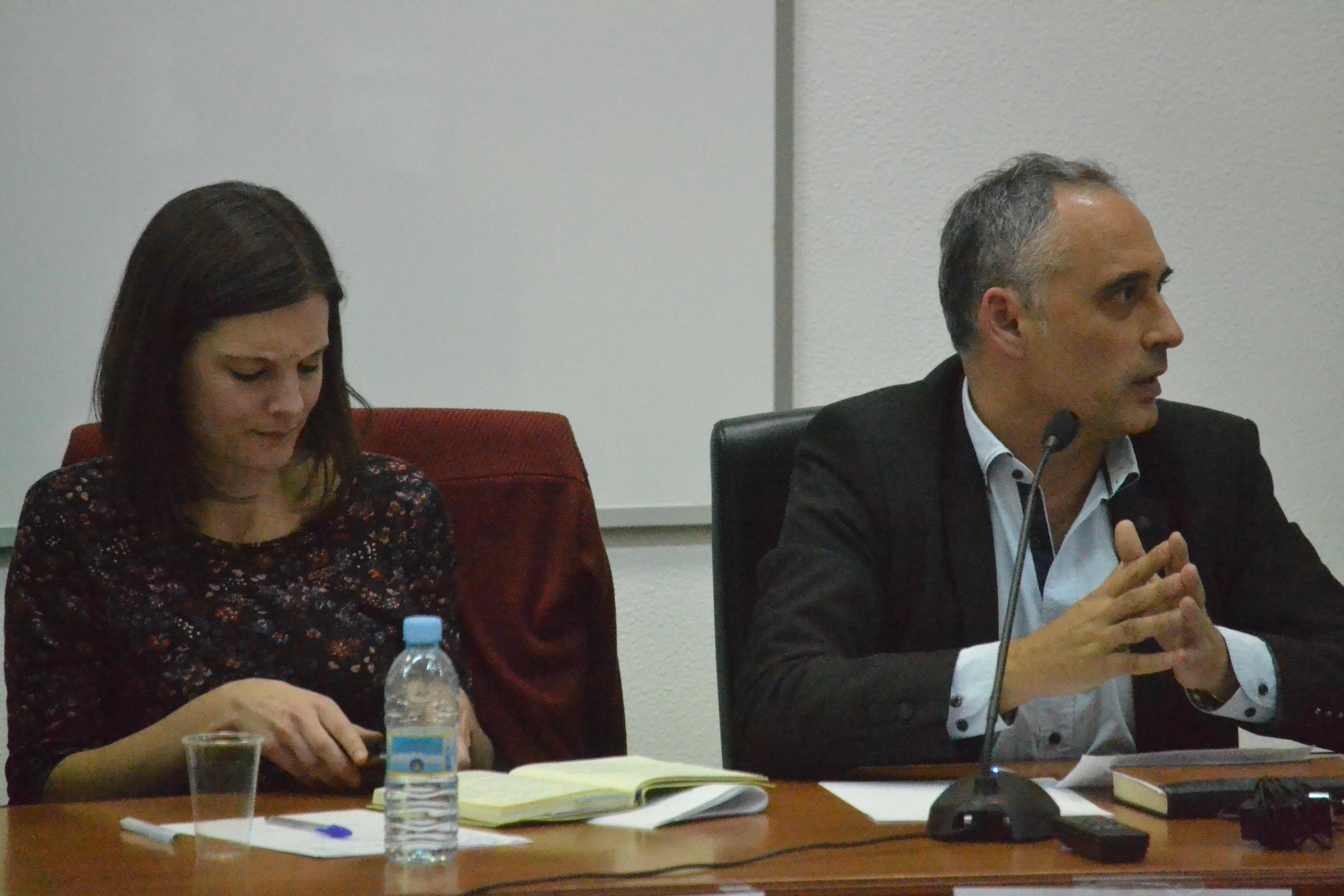Olalla Rodil (esquerda) e Antonio Rodríguez (dereita) durante o debate © Carlos Rey