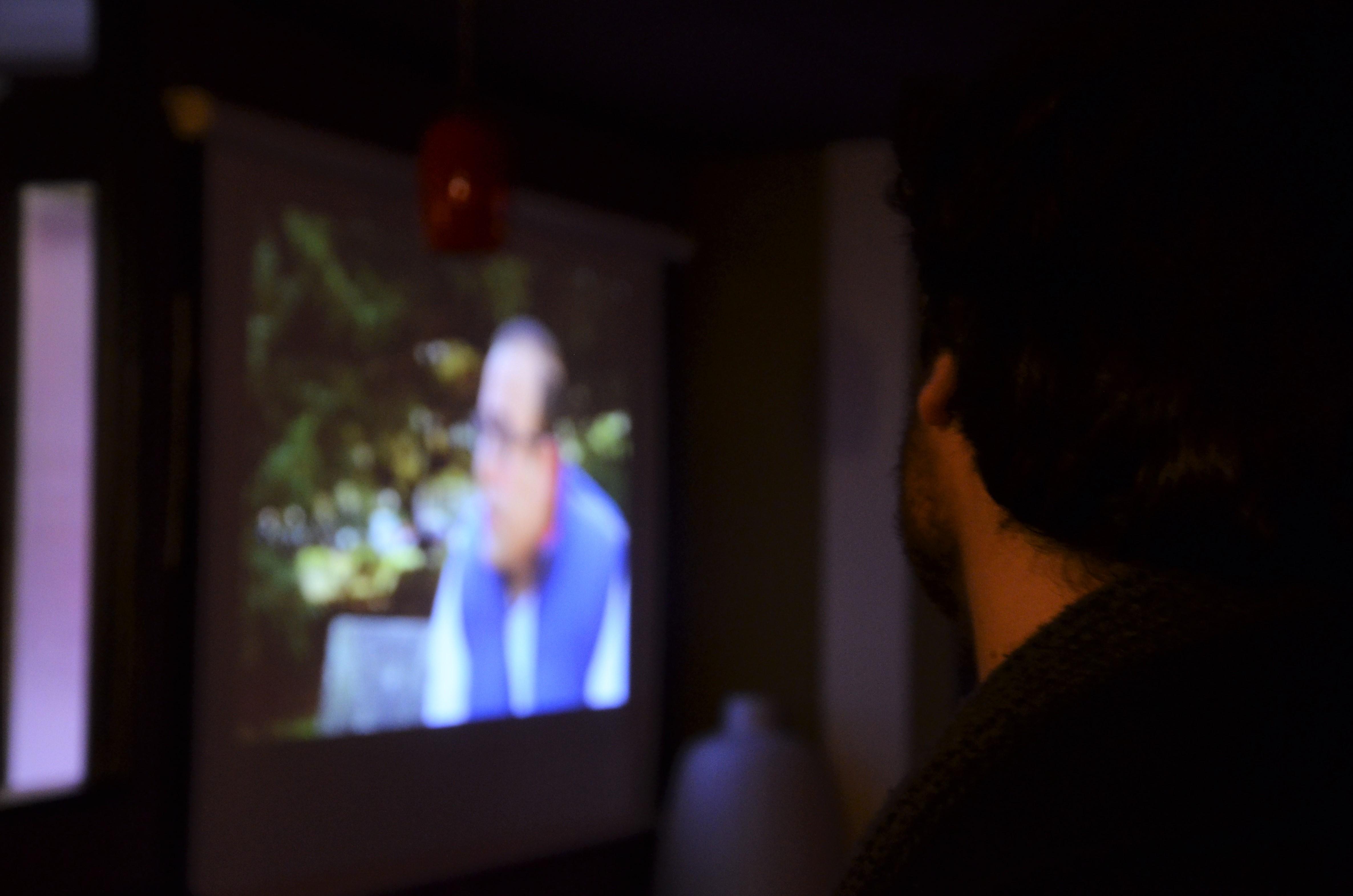 Un asistente al estreno escucha la intervención de Saïd en el documental | © Carolina Neira