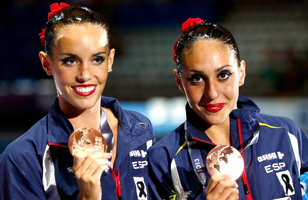 Ona Carbonell y Marga Crespí con su bronce de Barcelona 2012 | ©Cordon Press
