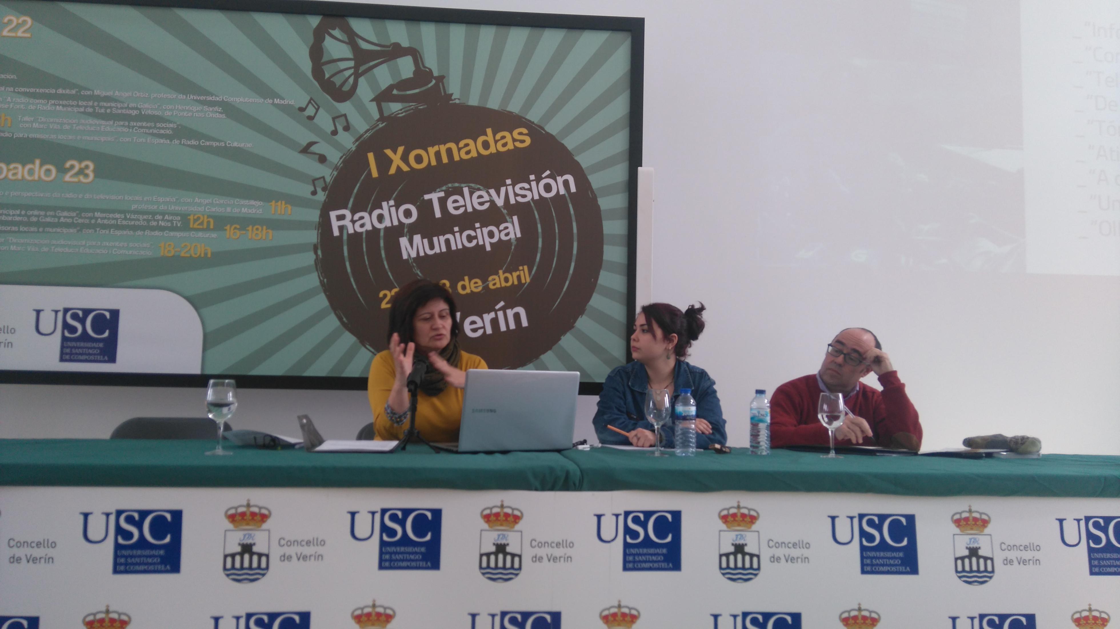 Mesa redonda sobre televisión local, municipal e online. De esquerda a dereita: Mercedes Vázquez (Televinte), Nagore Fernández (moderadora) e Antón Escudero (Nós TV)| ©María Losada