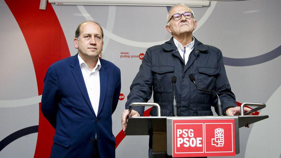 Leiceaga junto a Méndez Romeu esperando a conocer los resultados de las primarias | © Sandra Alonso / La Voz de Galicia