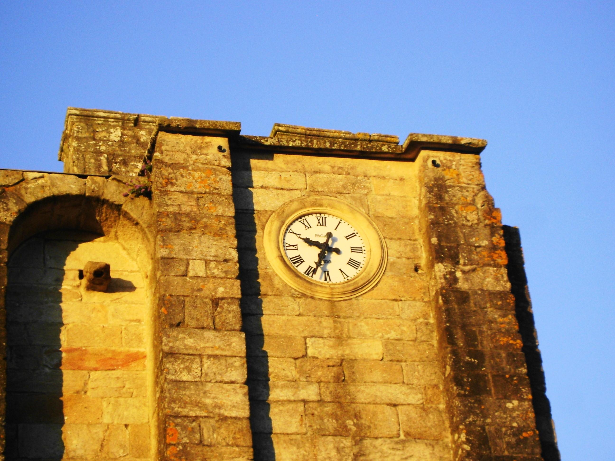 La torre inacabada de la iglesia de San Martiño es fuente de antiaguas leyendas y mitos |©Paula Martínez Graña