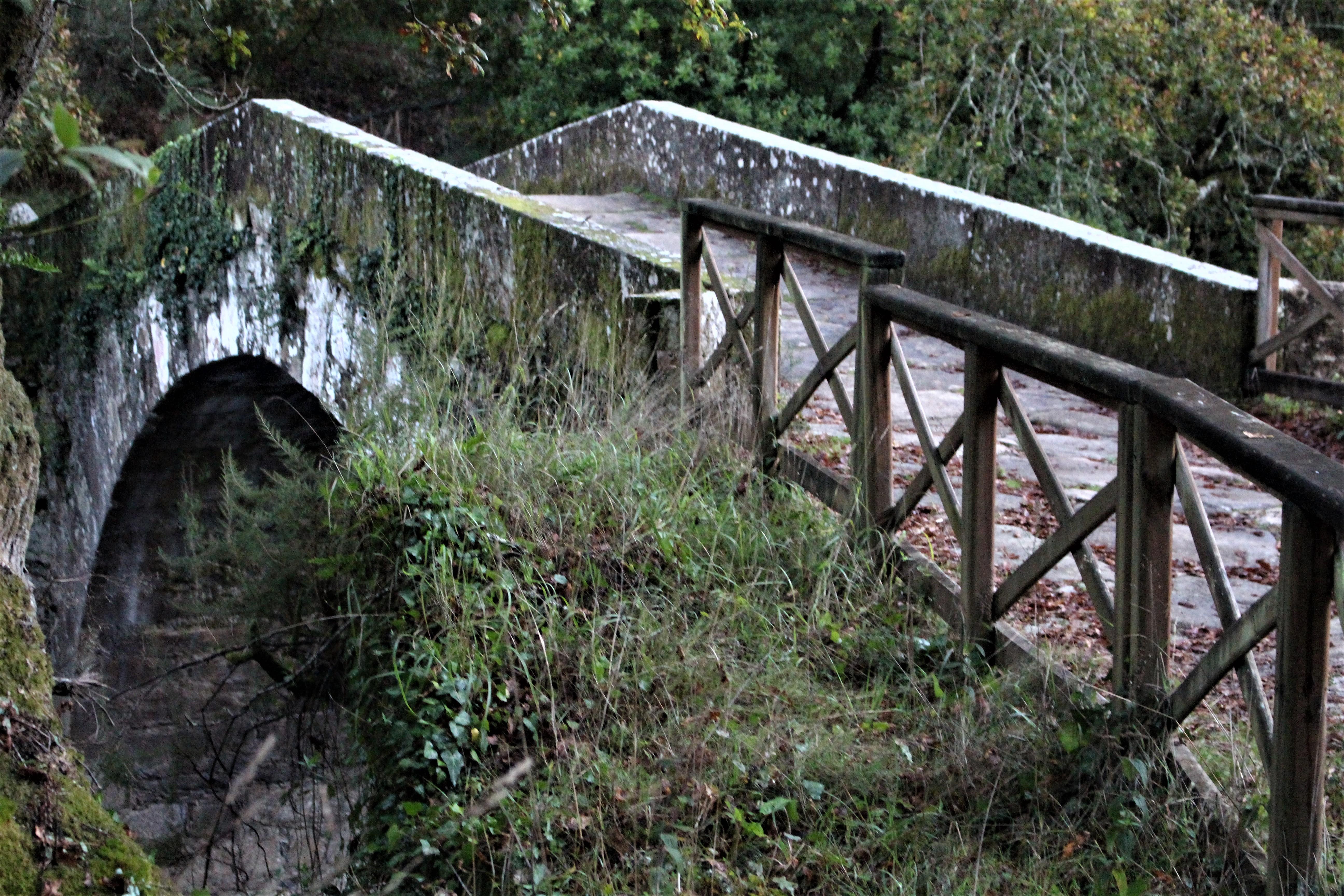 A Ponte do Demo es lugar de lúgubres leyendas sobre la construcción del monasterio |©Paula Martínez Graña
