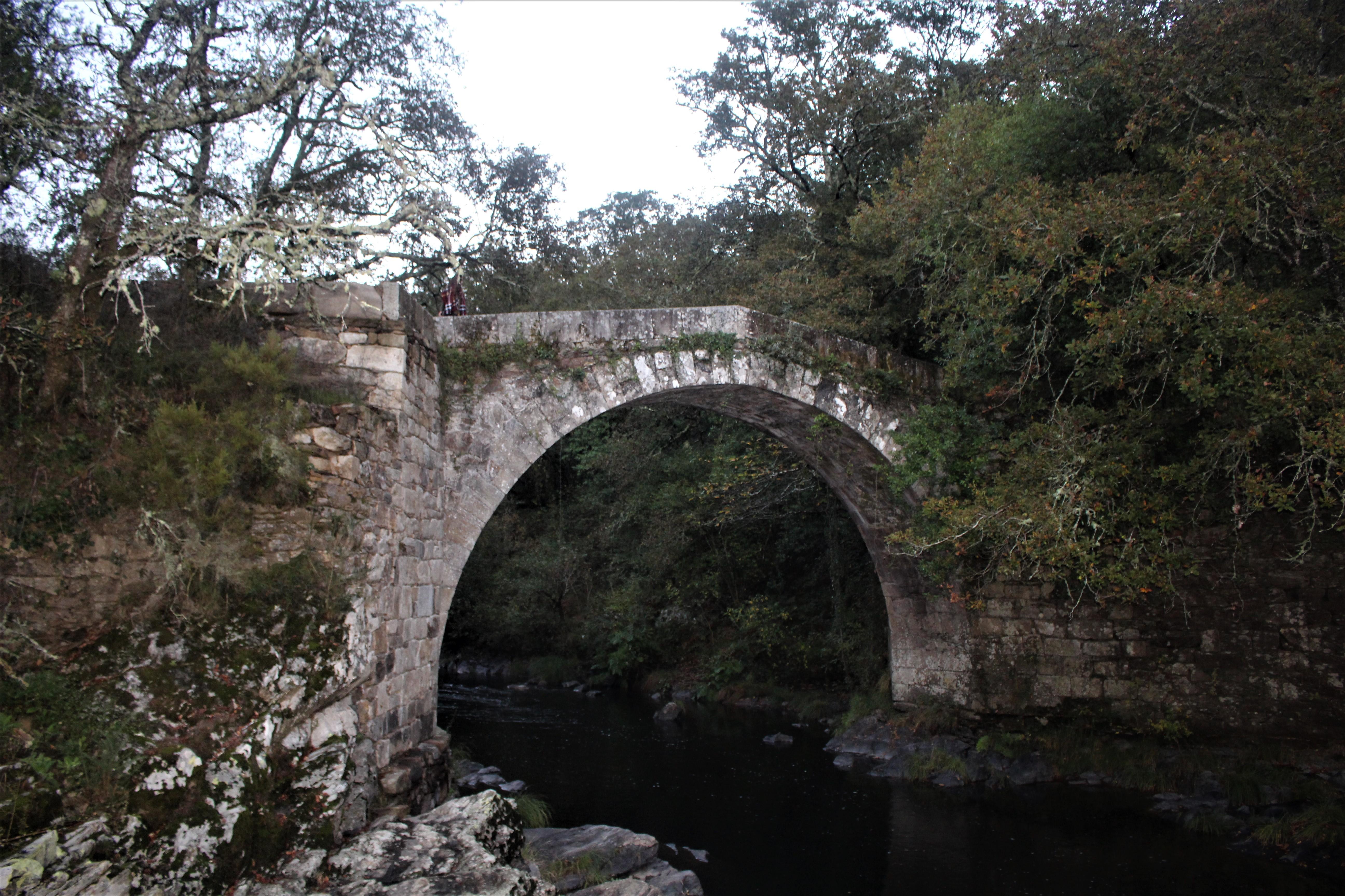 A Ponte do Demo está situado a 200 metros del monasterio |©Paula Martínez Graña