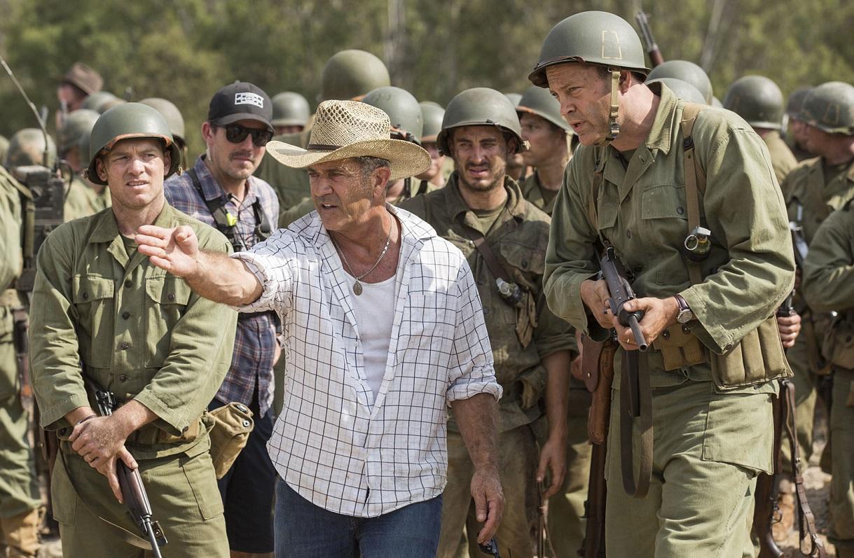 Mel Gibson dirigiendo a Vincent Vaughn durante el rodaje /©ultracine.com