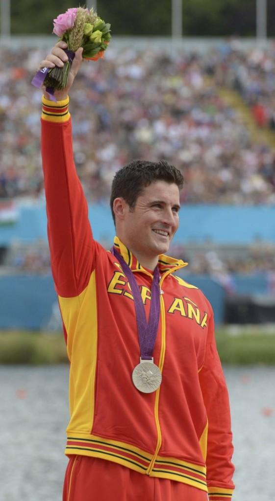David Cal con la medalla de plata en el podio de Londres 2012