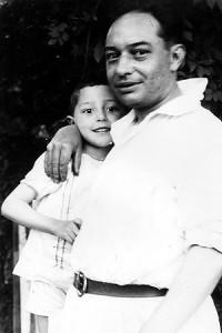 Isaac co seu pai en 1925
