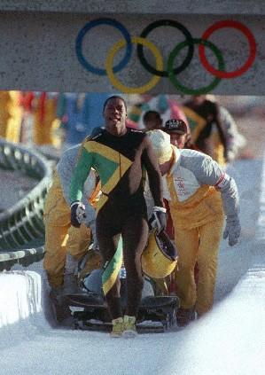 O equipo xamaicano chegando á meta andando en Calgary - Foto: Taringa