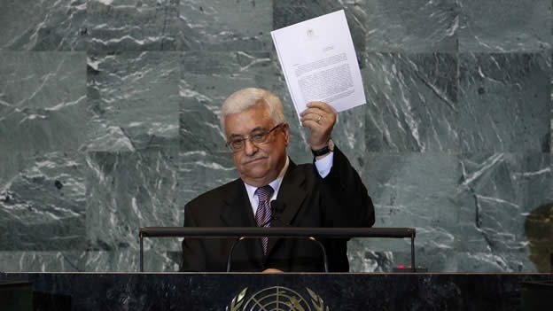 Mahmud Abbas amosando a petición formal de ingreso na ONU. Fonte: CNN México