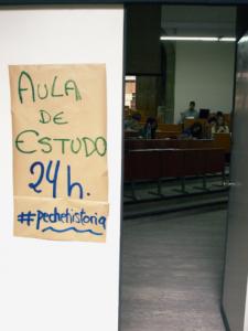 A autoxestión dos estudantes do #pechehistoria permitiu abrir aulas de estudo 24h